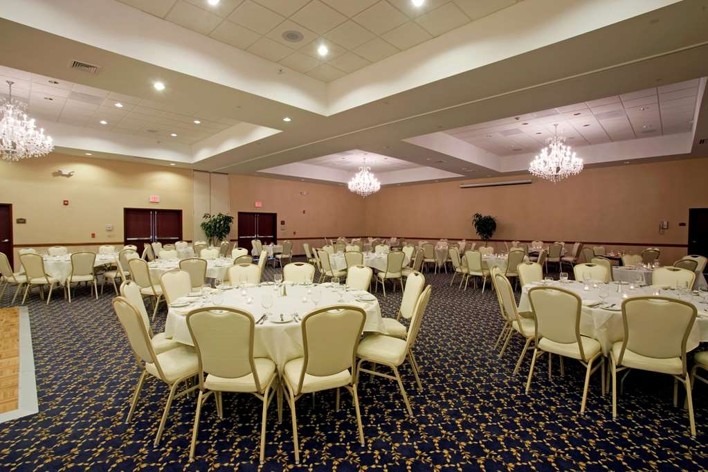 Best Western Plus Ticonderoga Inn & Suites - Pull off the perfect event when you book our Champlain meeting room.