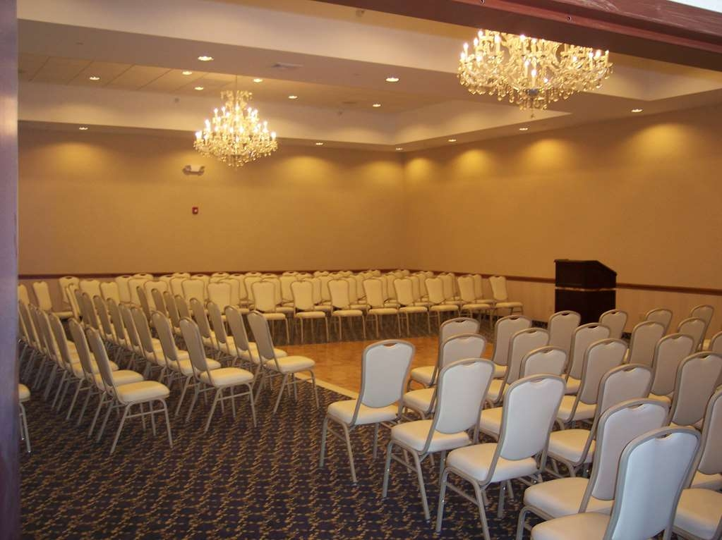 Best Western Plus Ticonderoga Inn & Suites - The Carillon meeting room is the ideal setting for corporate events. Call our staff to book today!