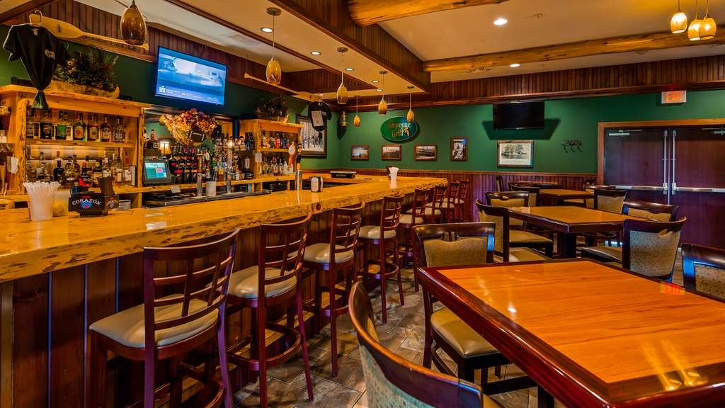 Best Western Plus Ticonderoga Inn & Suites - Bar
