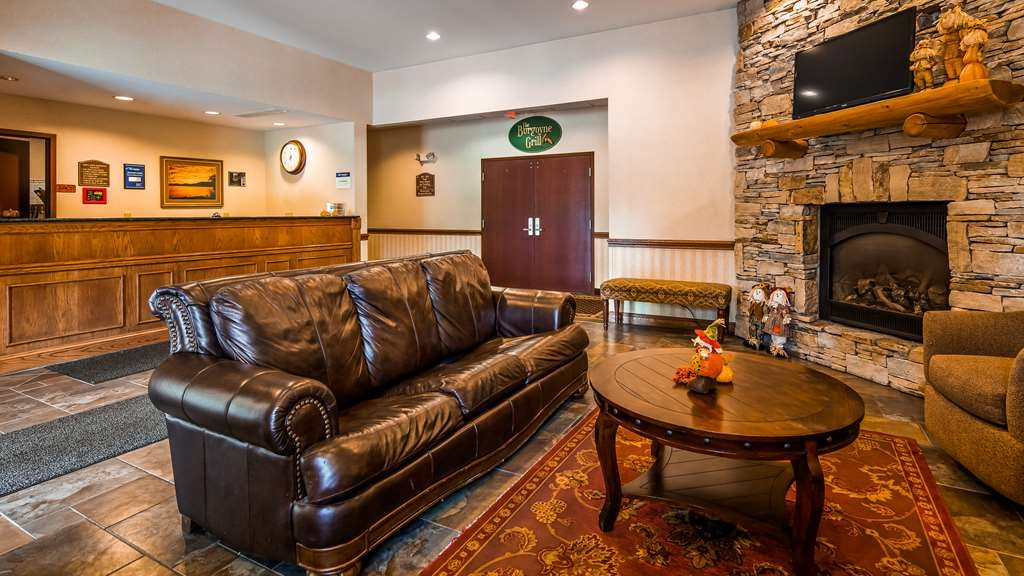 Best Western Plus Ticonderoga Inn & Suites - Lobby