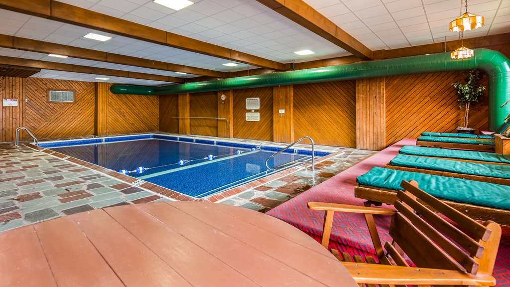 Best Western Adirondack Inn - Vista de la piscina