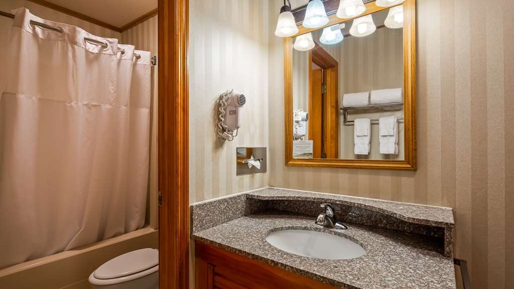 Best Western Adirondack Inn - Guest Bathroom