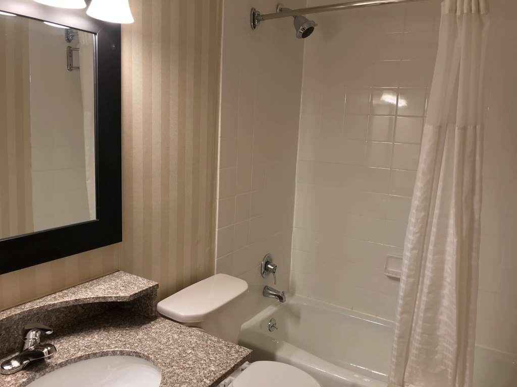 Best Western Adirondack Inn - Guest Bath - 2nd Floor