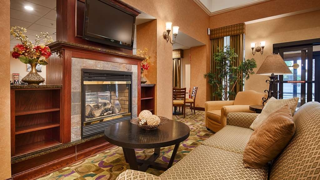 Best Western Plus Victor Inn & Suites - Fireplace