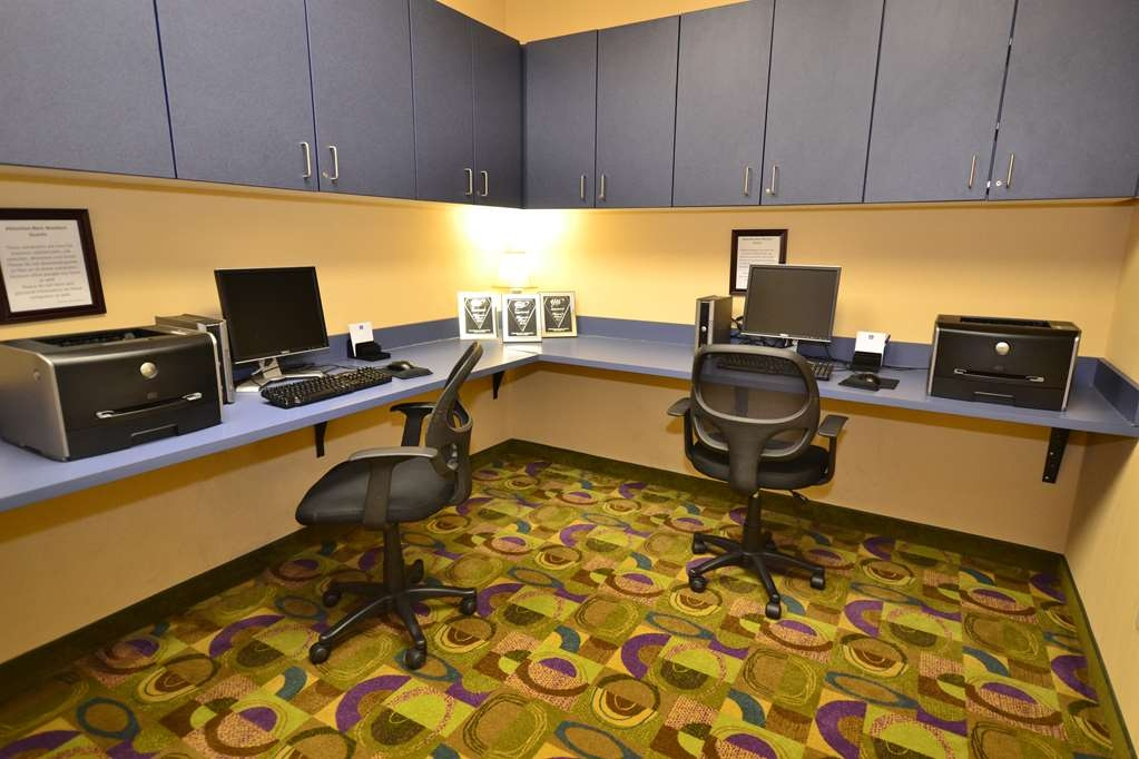 Best Western Plus Victor Inn & Suites - Take care of business in our spacious business center. Send emails, update you status or just surf the internet.