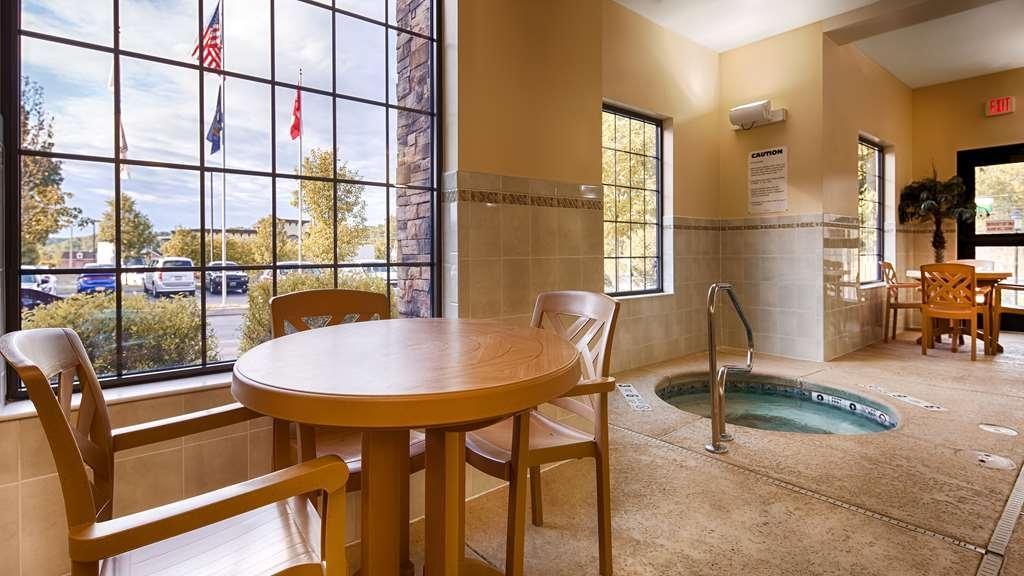 Best Western Plus Victor Inn & Suites - Indoor Hot Tub