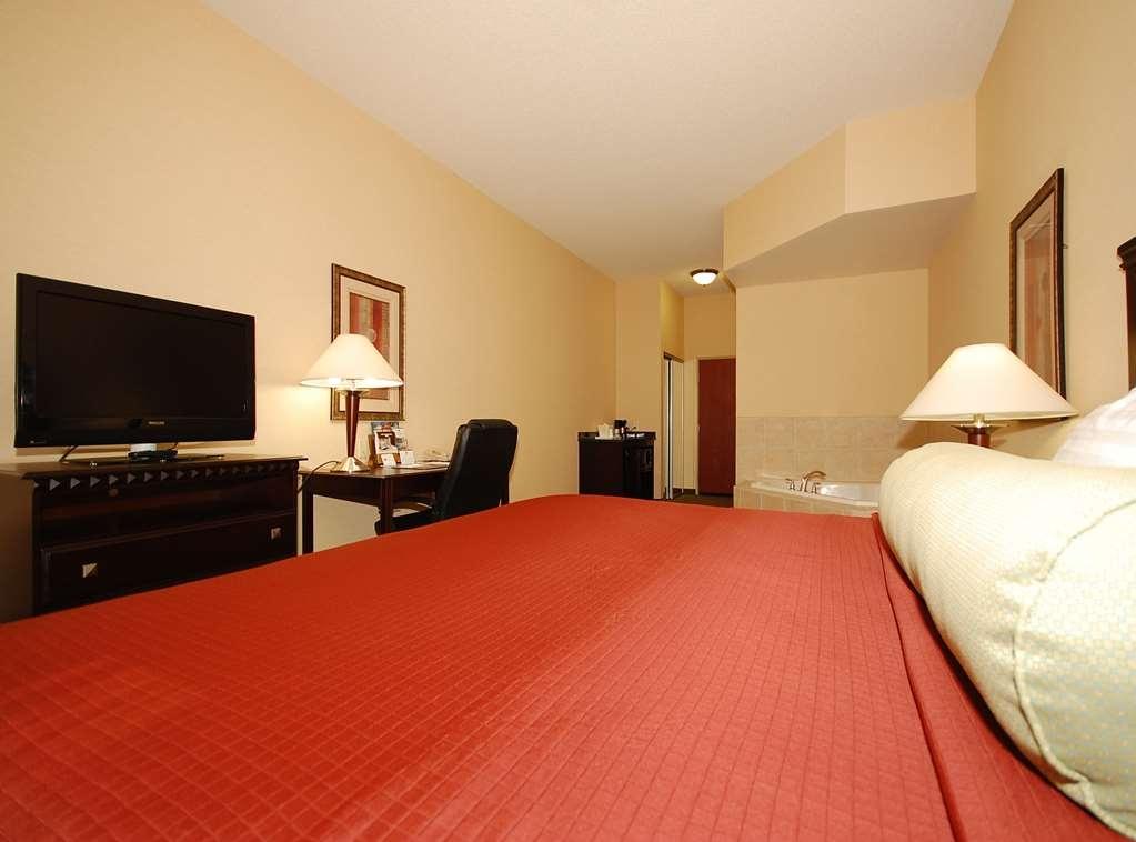 Best Western Plus Victor Inn & Suites - King Spa Suite