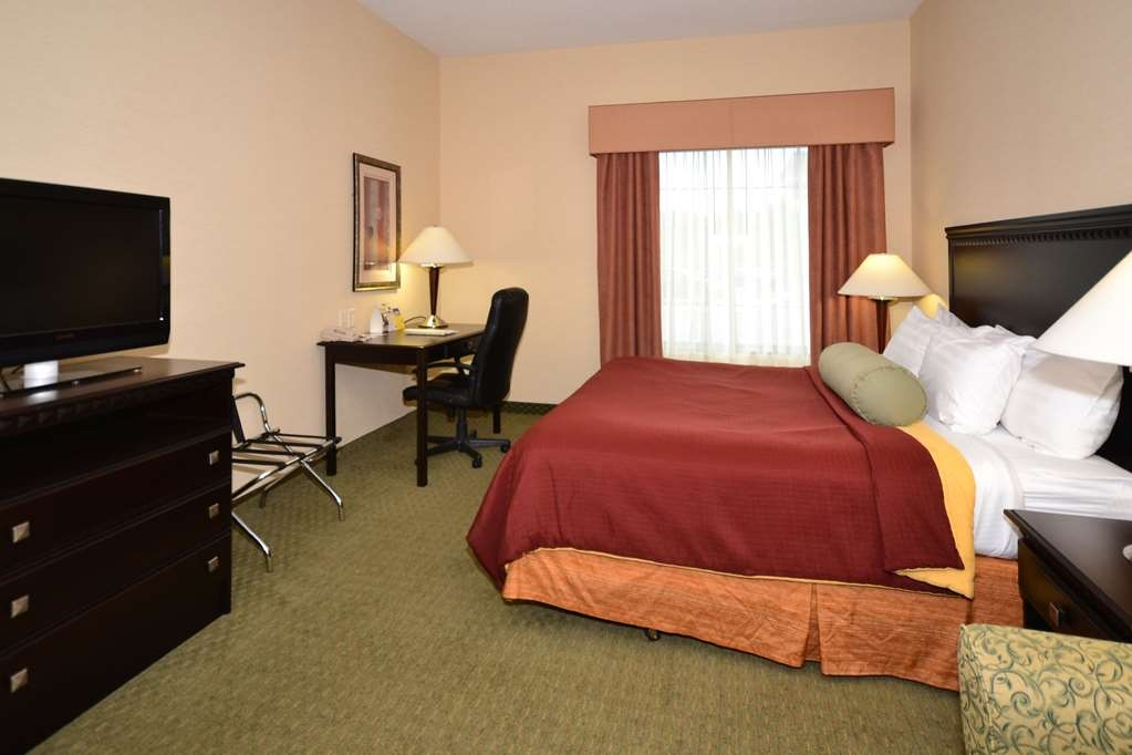 Best Western Plus Victor Inn & Suites - Our spacious ADA mobility accessible king guest room has all the comforts of home right at your fingertips!