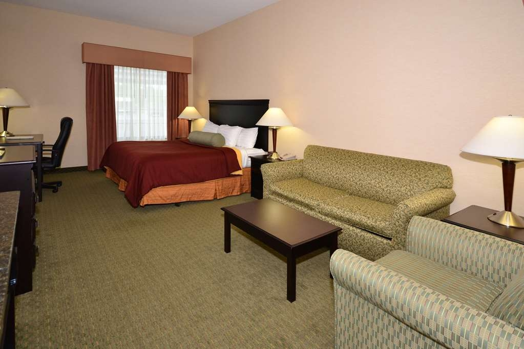 Best Western Plus Victor Inn & Suites - The ADA mobility accessible king guest room is complete with a queen sofa sleeper.