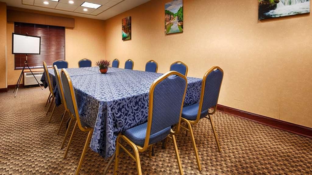 Best Western Plus Victor Inn & Suites - Meeting Room