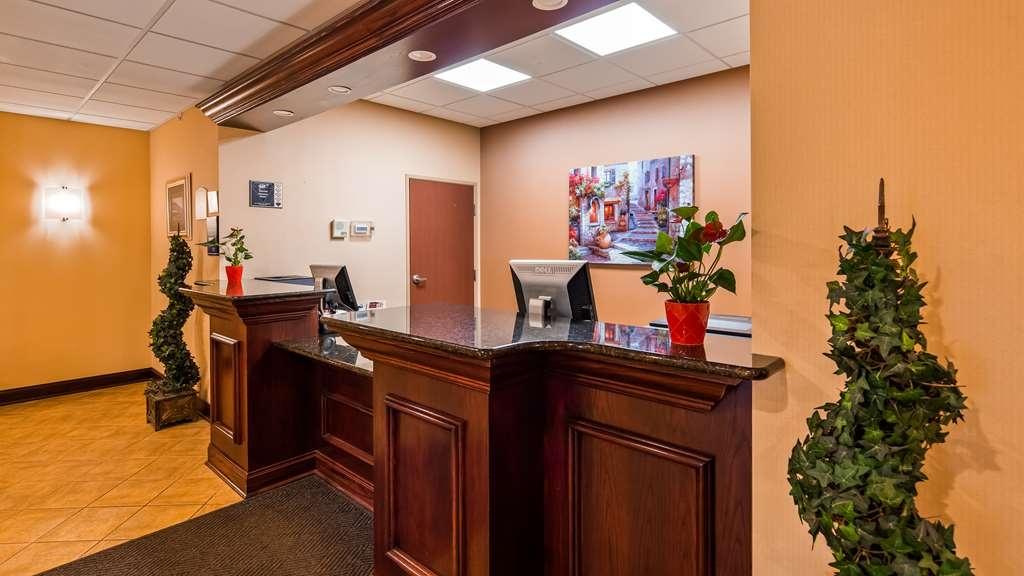 Best Western Plus Victor Inn & Suites - Front Desk