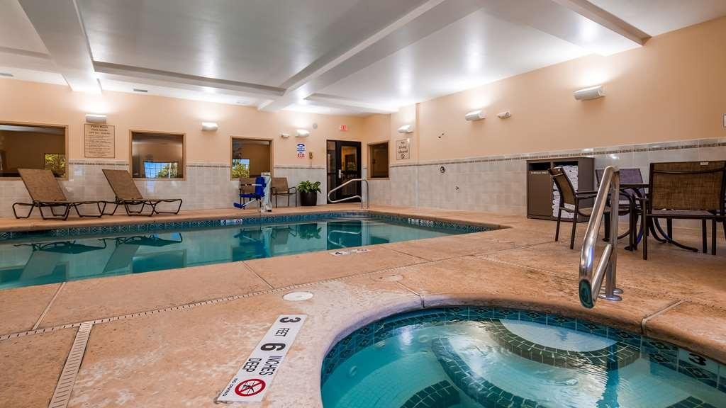 Best Western Plus Victor Inn & Suites - Indoor Pool