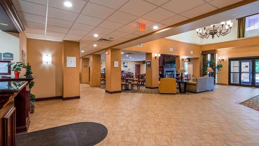 Best Western Plus Victor Inn & Suites - Lobby