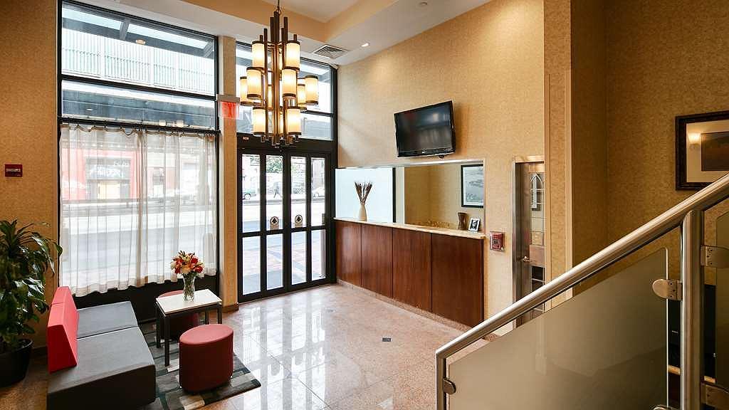 Best Western Plus Arena Hotel - Vista del vestíbulo