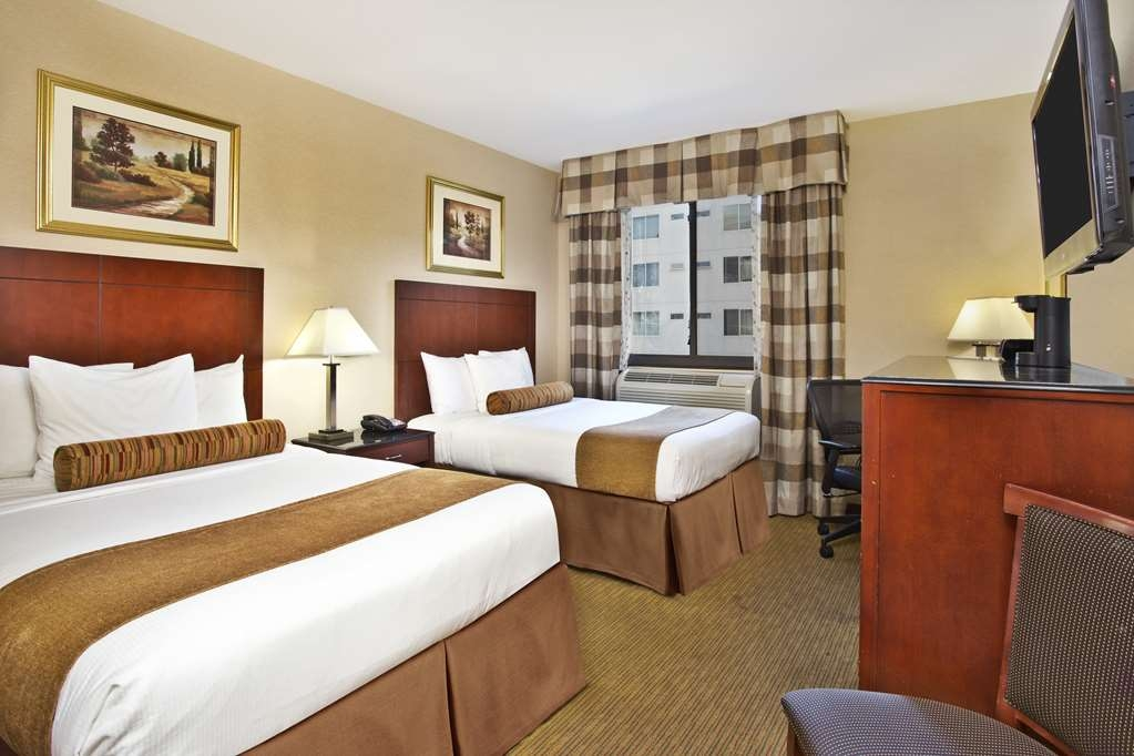 Best Western Plus Arena Hotel - Two Double Bed Guest Room