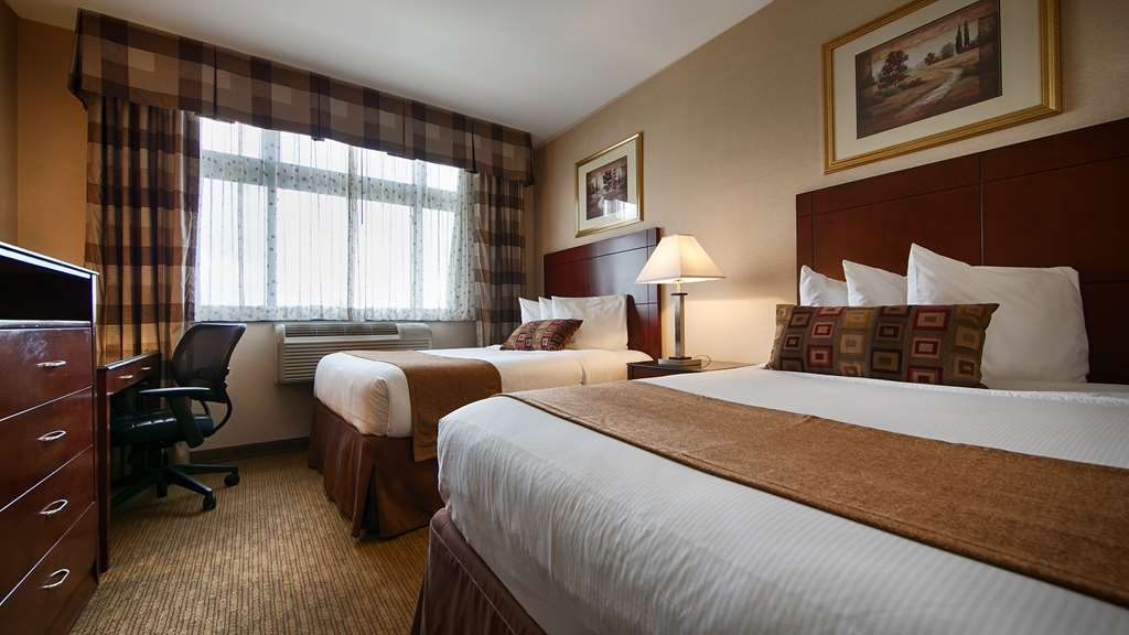 Best Western Plus Arena Hotel - This two double bed guest room meets your every need.