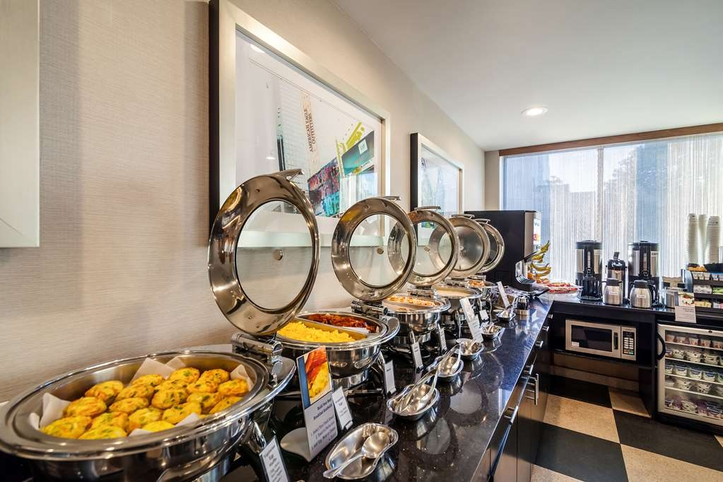 Best Western Plus Plaza Hotel - Every day we offer a variety of breakfast items including hot eggs, meat, pastries, hot and cold beverages and much more.