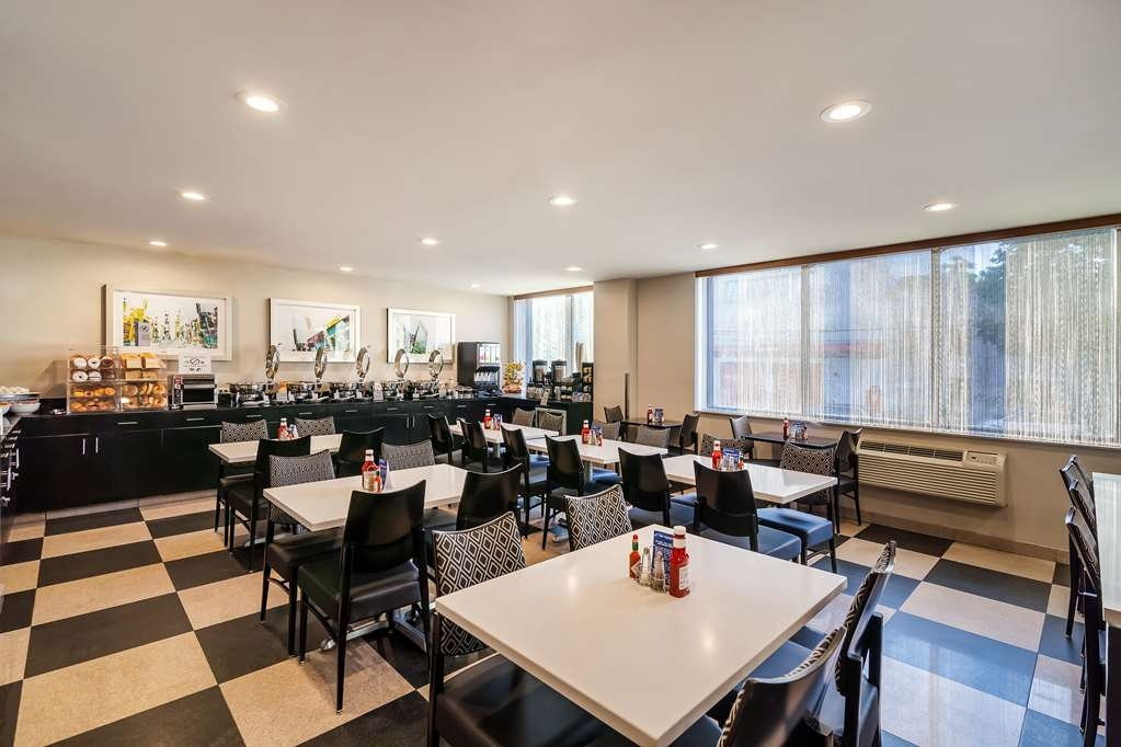 Best Western Plus Plaza Hotel - Fuel up on a complimentary hot breakfast before heading out to New York's best attractions.