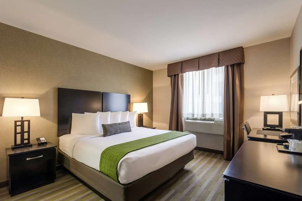 Best Western Plus Plaza Hotel - We offer a variety of king rooms from standard to rooms with a view of Manhattan.