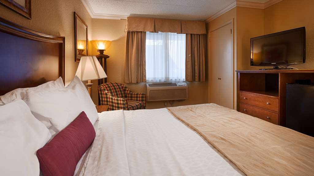 Best Western Plus Franklin Square Inn Troy/Albany - Standard King Guest Room