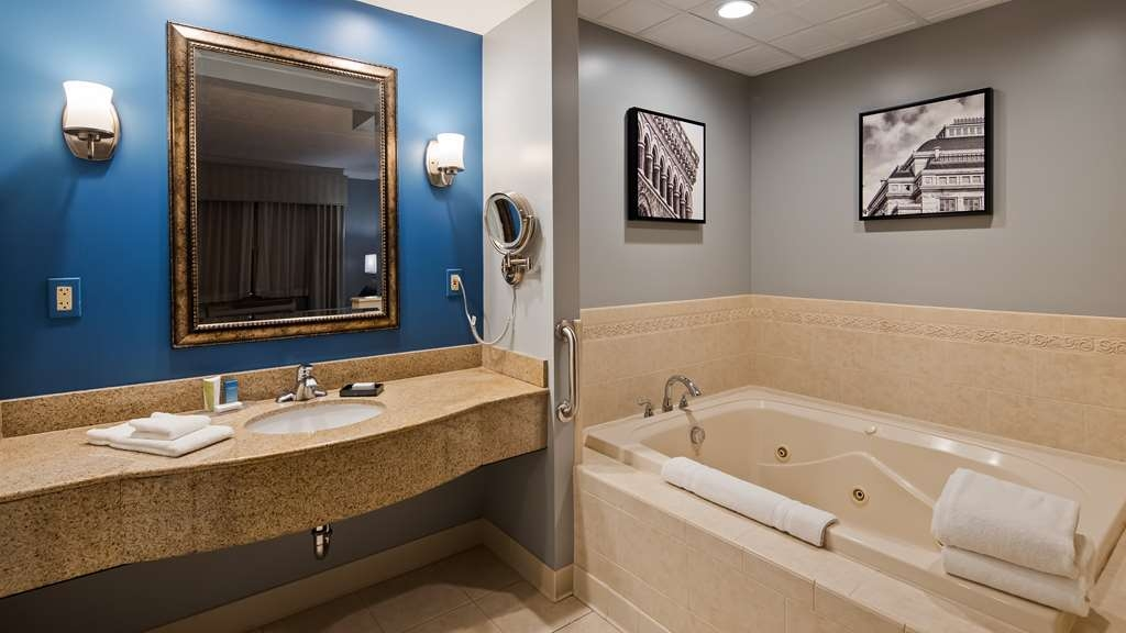 Best Western Plus Franklin Square Inn Troy/Albany - Guest Bathroom
