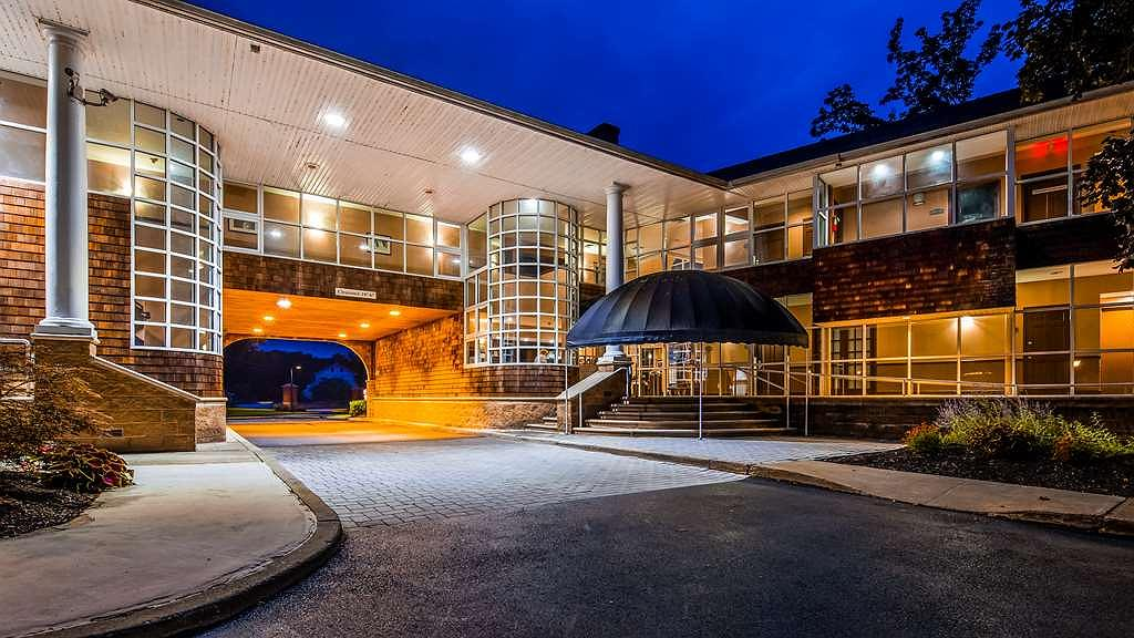 Best Western Plus The Inn & Suites at the Falls - Area esterna
