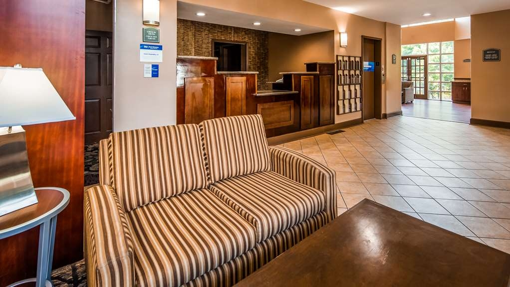 Best Western Plus The Inn & Suites at the Falls - Lobbyansicht