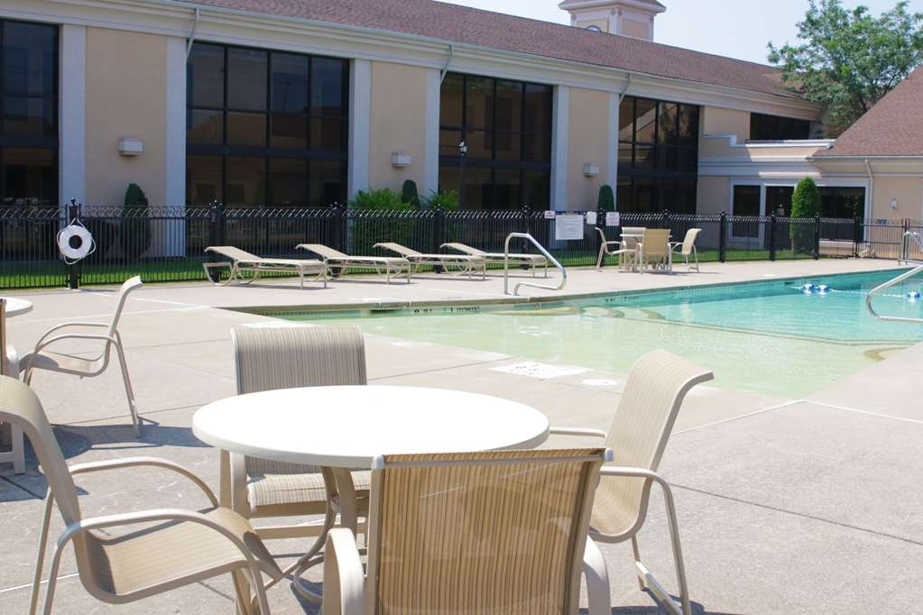 Best Western Plus Galleria Inn & Suites - Our outdoor pool is open from Memorial Day to Labor Day.