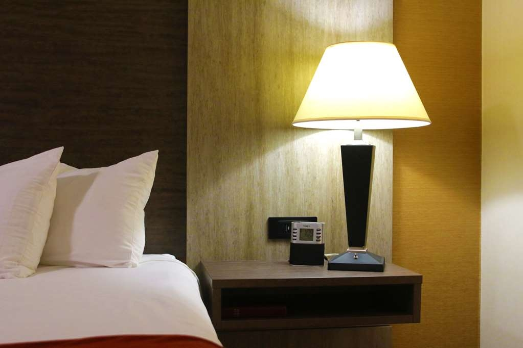 Best Western Plus Galleria Inn & Suites - All rooms are newly renovated with the equipped traveler in mind!