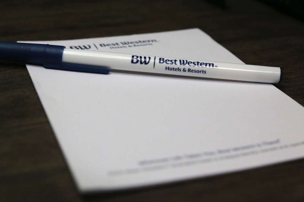 Best Western Plus Galleria Inn & Suites - Our conference room is equipped to make your meeting go smoothly.