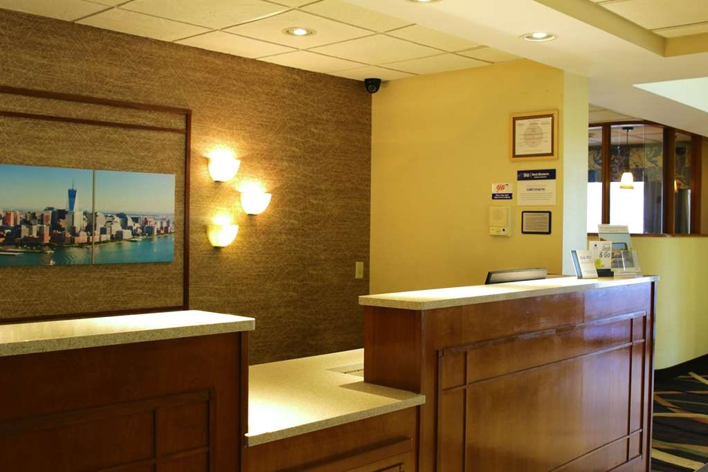 Best Western Plus Galleria Inn & Suites - Experience friendly customer service from our front desk staff.
