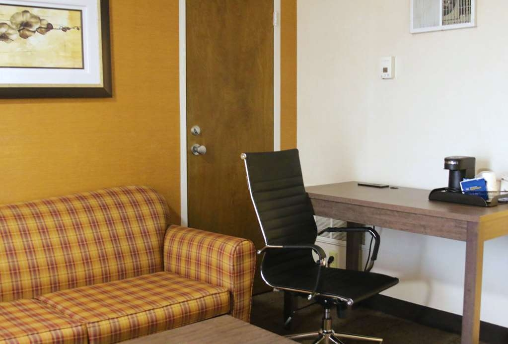 Best Western Plus Galleria Inn & Suites - Spread out in one of our 2 room suites