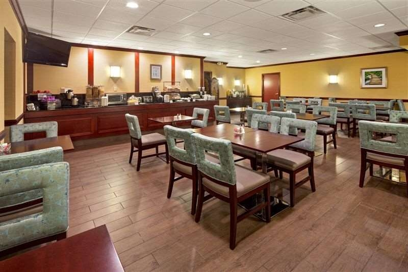 Best Western Plus Lockport Hotel - The warm atmosphere of our breakfast area is a perfect location to start the day.