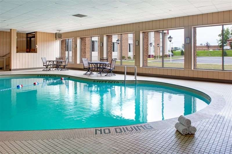 Best Western Plus Lockport Hotel - Poolansicht