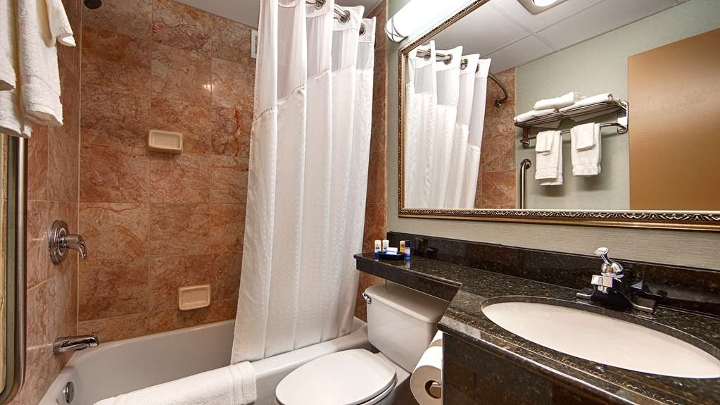 Best Western Plus Lockport Hotel - Pamper yourself in our guest bathrooms.