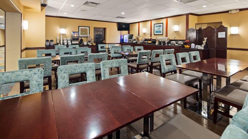 Best Western Plus Lockport Hotel - Breakfast Area