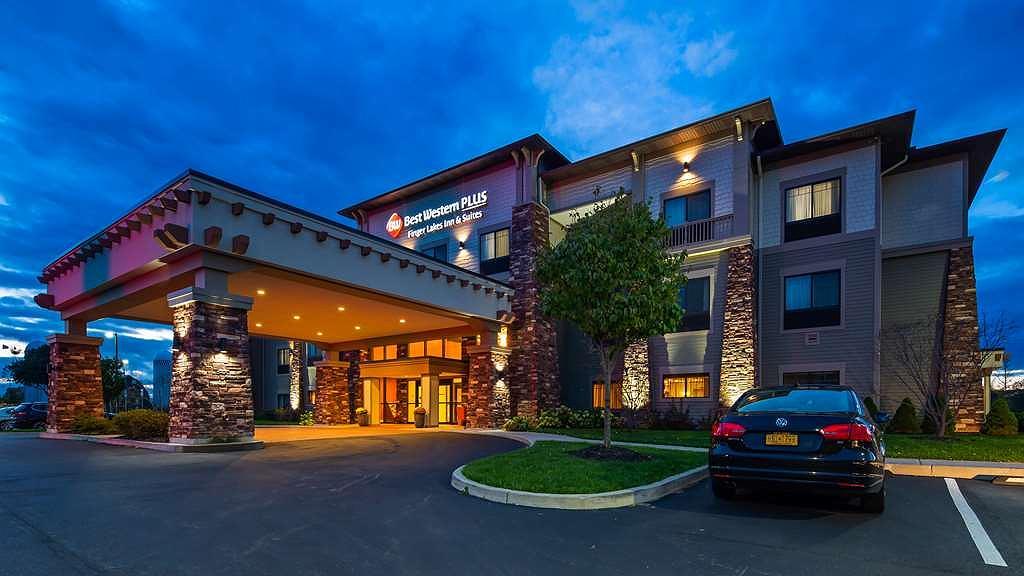 Best Western Plus Finger Lakes Inn & Suites - Aussenansicht