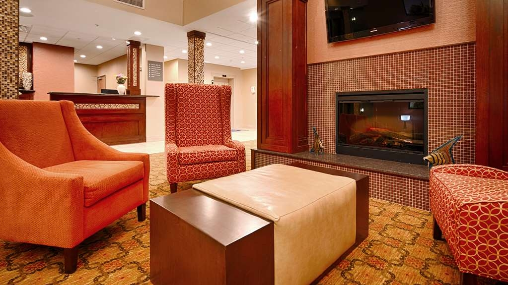 Best Western Plus Finger Lakes Inn & Suites - Our lobby area offers a contemporary place to watch TV or socialize with colleagues and friends.