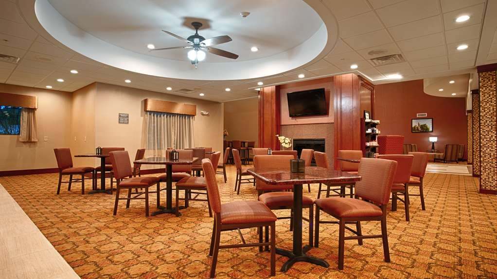 Best Western Plus Finger Lakes Inn & Suites - Sit down and enjoy the morning news while sipping a delicious cup of coffee.