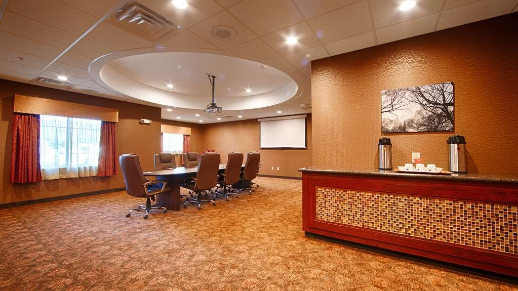 Best Western Plus Finger Lakes Inn & Suites - We offer the perfect conference room to exchange business ideas or strategies.