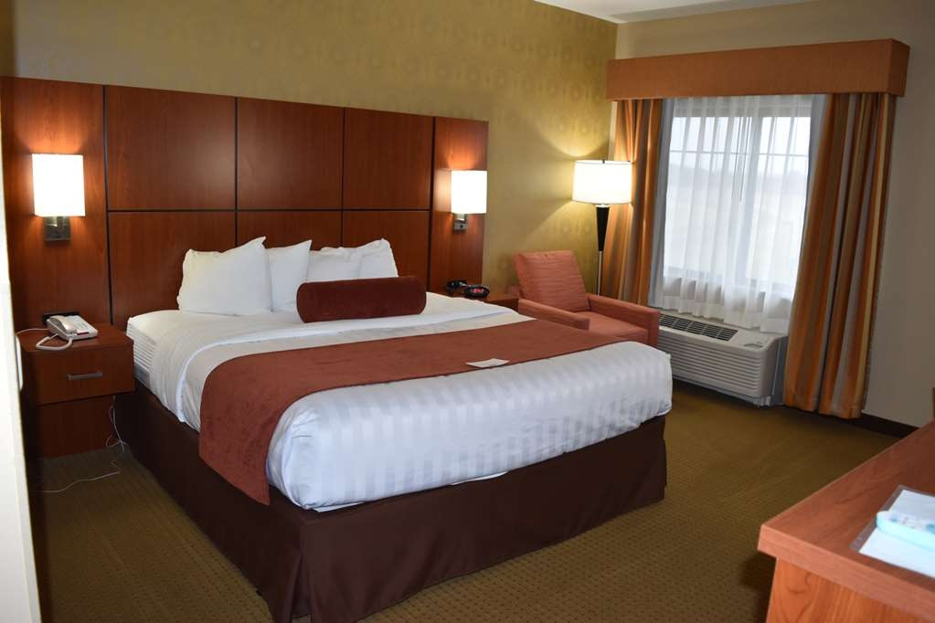 Best Western Plus Finger Lakes Inn & Suites - Mobility Accessible King Room with Roll-in Shower