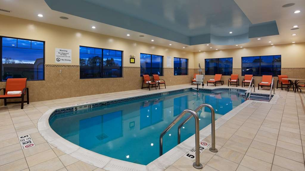 Best Western Plus Finger Lakes Inn & Suites - Piscina