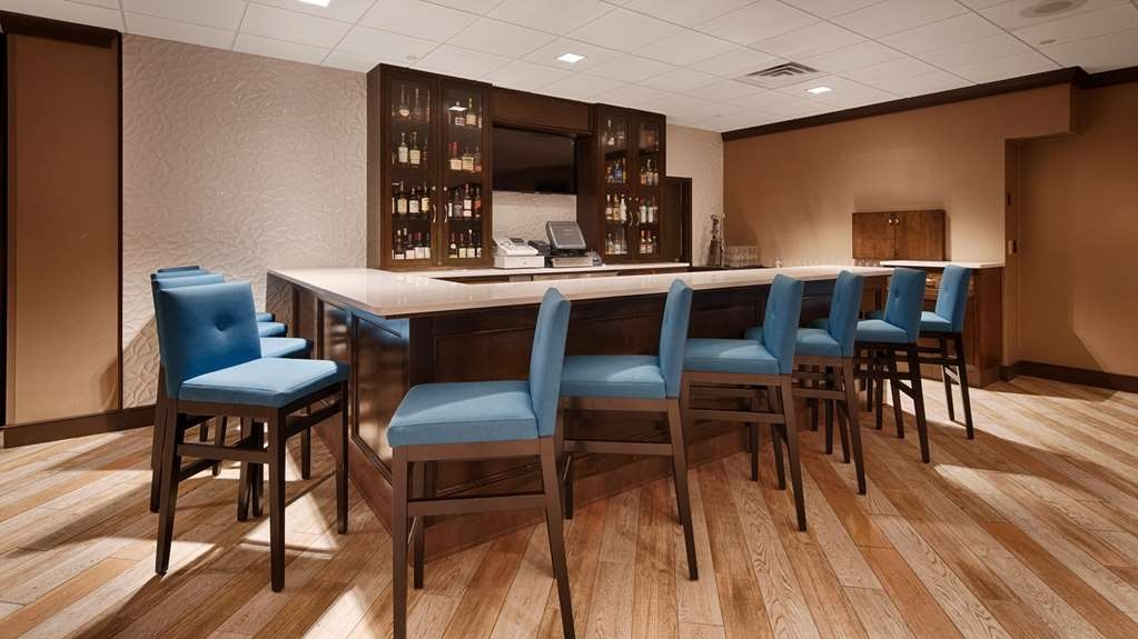 Best Western Plus Kingston Hotel and Conference Center - Bar/Lounge