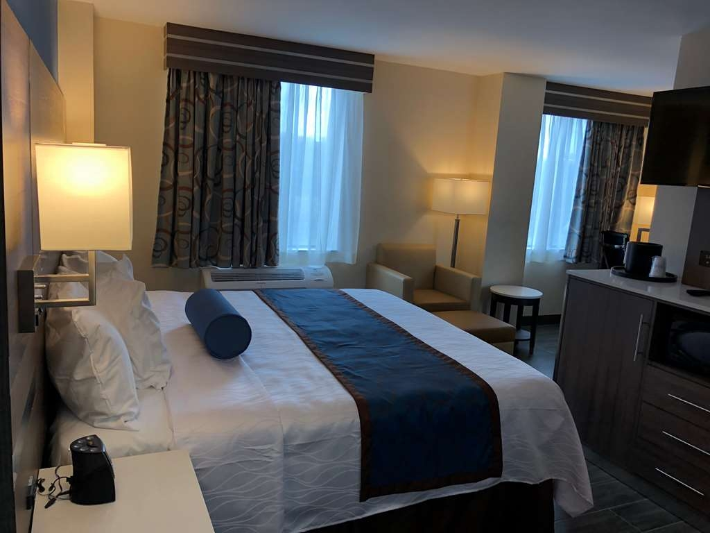 Best Western Plus Stadium Inn - King Guest Room with River View