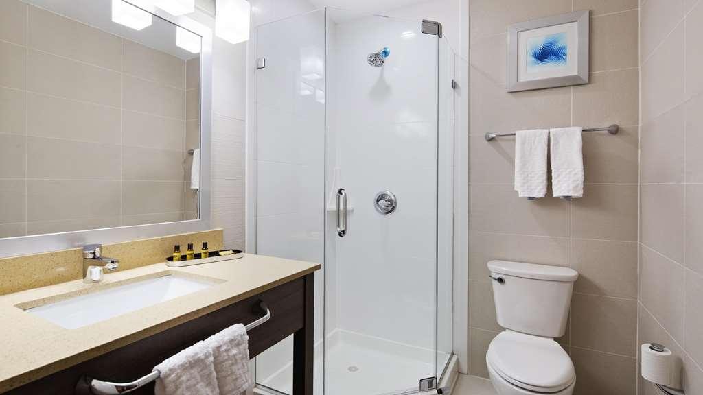 Best Western Plus Stadium Inn - Bathroom with Shower