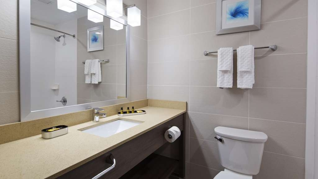 Best Western Plus Stadium Inn - Bathroom