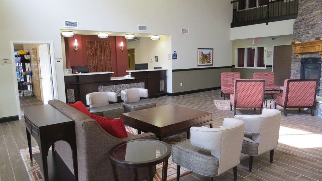 Best Western Palmyra Inn & Suites - Front Desk and Lobby Area