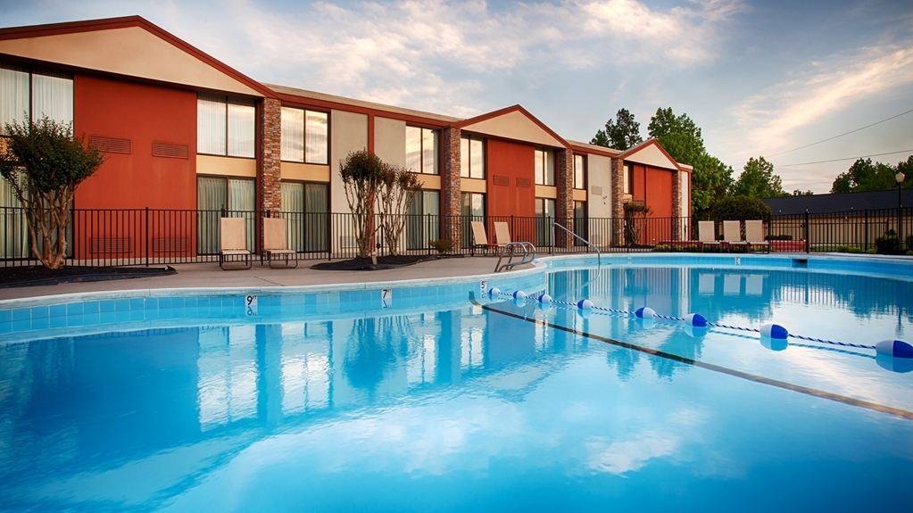 Best Western Plus Burlington - Pool