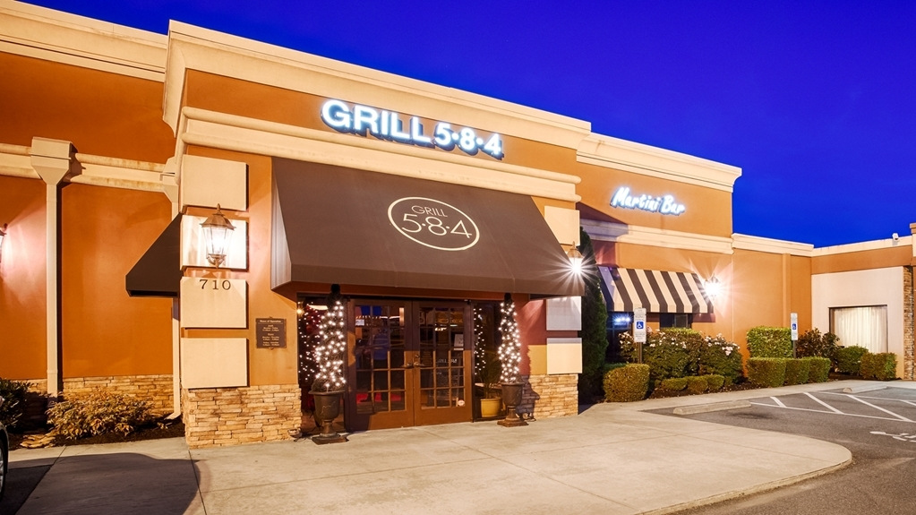 Best Western Plus Burlington - Grill 5*8*4