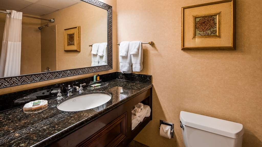 Best Western Plus Burlington - Bathroom